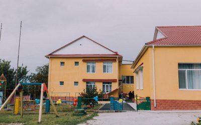 """Picii de la grădinița """"Viorel și Viorica"""" din satul Budești vor avea tobogane noi datorită bugetării participative"""
